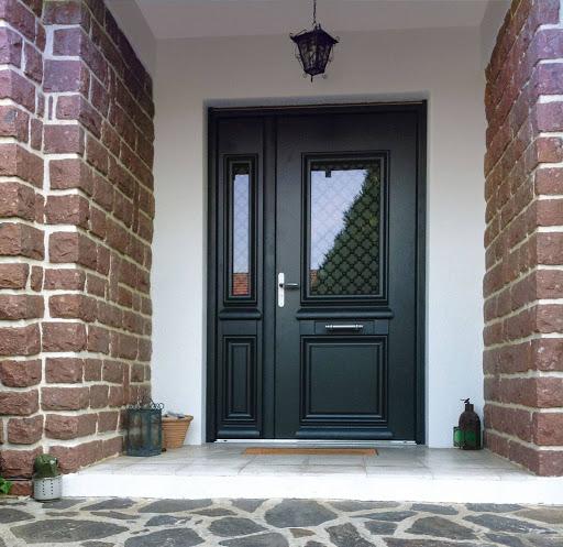 Que choisir entre une porte en alu et une porte en PVC ?