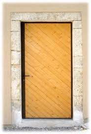 Quel type de porte de service choisir pour une sécurité maximale ?
